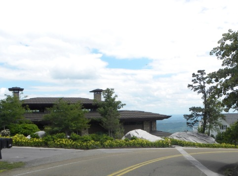 Beautiful homes on the edge of the top of Lookout Mountain